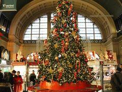 フランクフルト中央駅のクリスマスツリー!豪華~