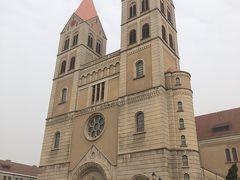 聖ミカエル大聖堂はドイツ様式の教会。 青島のこのエリアはどこを向いてもヨーロッパ風の建物で、どこにいるの?という気分になります。