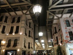 前回泊ったクラウンプラザは新市街だったみたい こっちは旧市街の元ショッピングセンター 4つの棟に分かれてる  https://goronekone.blogspot.com/2019/05/crowne-plaza-istanbul-old-city.html 動画あり