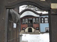 こちらはリュトフの家。 門扉が開いていたので少し覗かせて貰いました。