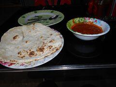 帰ってからの晩御飯。向かいのインド料理屋にしました。おいしかったです。