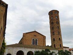 サンタポリナーレ・ヌオヴォ聖堂 Basilica di Sant'Apollinare Nuovo 塔が印象的