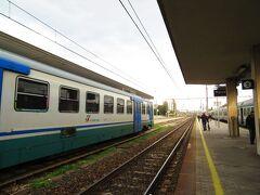 ボローニャ中央駅から列車に乗り、ラヴェンナ駅に着いた