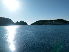 勝浦漁港 波も穏やかでキラキラ輝いていました。