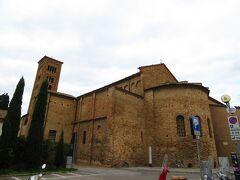 サン・フランチェスコ聖堂の裏手 Basilica di San Francesco 入り口は、反対側か