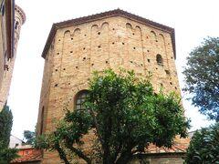 次に来たのは、Battistero Neoniano (o degli Ortodossi) ドゥオーモの隣にある。 ラベンナは、見所が固まっている