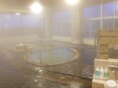おはようございます 朝の目覚めは温泉からです 大浴場は朝晩で男女入れ替わるので 今朝は「茂吉の湯」に入らせて頂きました^^  ちなみに、又々貸切!!