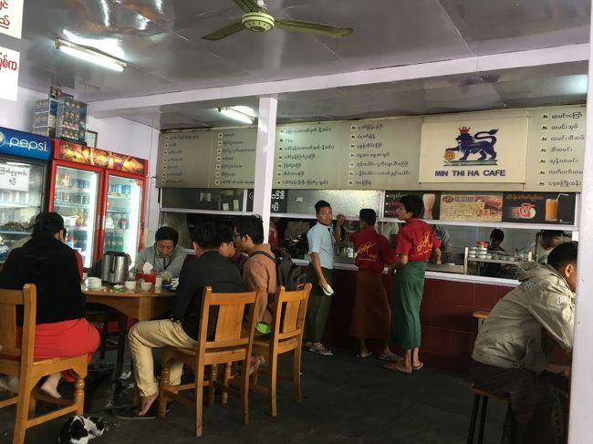 10時近くではあったがなかなかの混雑ぶり。<br /><br />この店に行くまでの間に、バガンで一緒にサンセットツアーに参加していた香港人の女性と再会し、多少歓談。<br />やはり英語って使っていると、聞き取りやすくなってくるね。