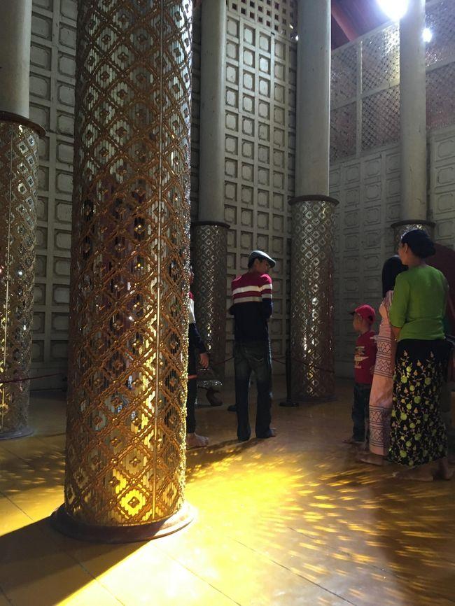 謁見の間の後ろにある、控えの間。<br />光がほとんど入っておらず、大分暗い場所だったが、装飾は豪華。<br />こだわりが伺える。