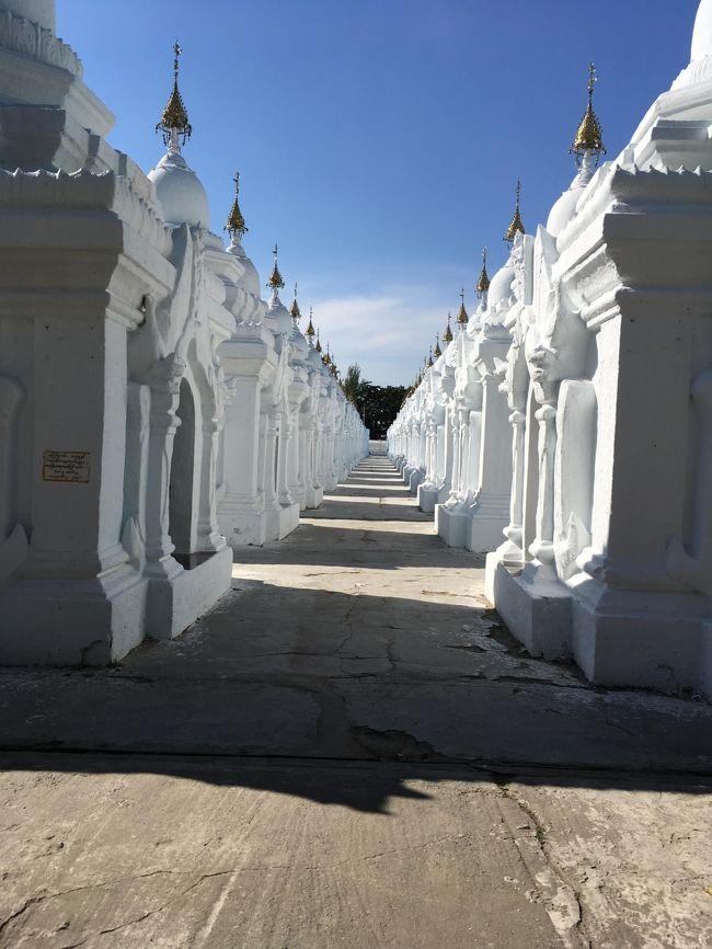 実に壮観。<br />小仏仏塔は1860年に建設が開始されたという。仏典を完全な形で大理石の石板に刻む作業をさせた。完成したのは1868年。<br />