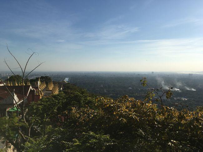 本当は夕日の時間まで待つ予定だったけど、疲れ切って、横になりたくなってきた。<br />夕日はバガンでさんざん見たからいいや。<br />マンダレーヒルからの眺めも結構でございました。