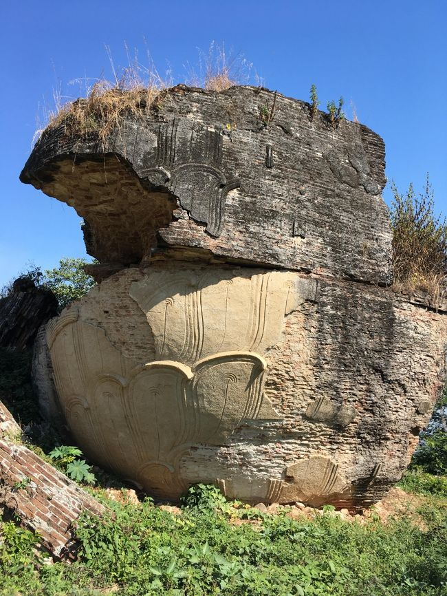 ミングォンのメインはミングォンパヤー。<br />そのパヤーを二匹のライオンの像が守っているというが…。<br /><br />崩れすぎて、岩にしか見えん。