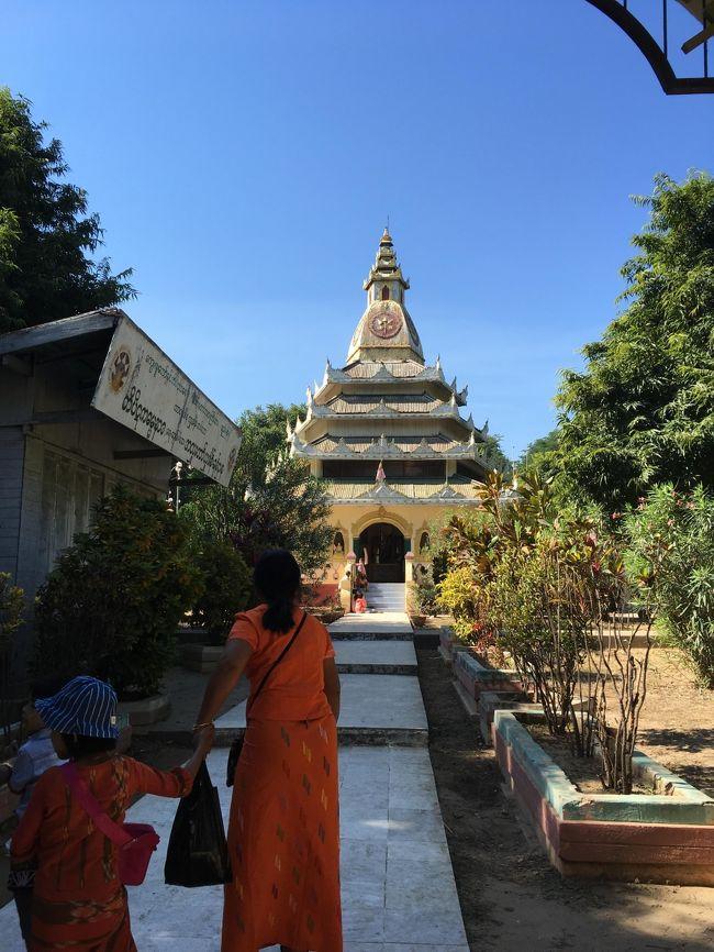 ミングォンパヤーの右隣にあった僧院にもごあいさつ。
