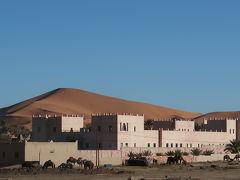 メルズーガ サハラ砂漠の中のシェビ大砂丘のすぐ傍らに佇む小さな村でした。大砂丘の縁に沿って、カスバ風のホテルがいくつも並んでいます。
