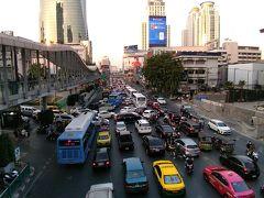 夕方の市街地。 いつもの大渋滞が始っています。