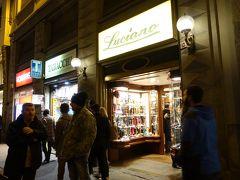 グルメの紹介が続きましたが、フィレンツェは革製品などの工芸品でも有名。こちらはヴェッキオ橋近くの有名な革手袋店・ルチアーノです。フィレンツェの思い出の品をと思い入店したところ、店員さんが英語で丁寧に相談に乗ってくださり、とても素敵なお店でした。