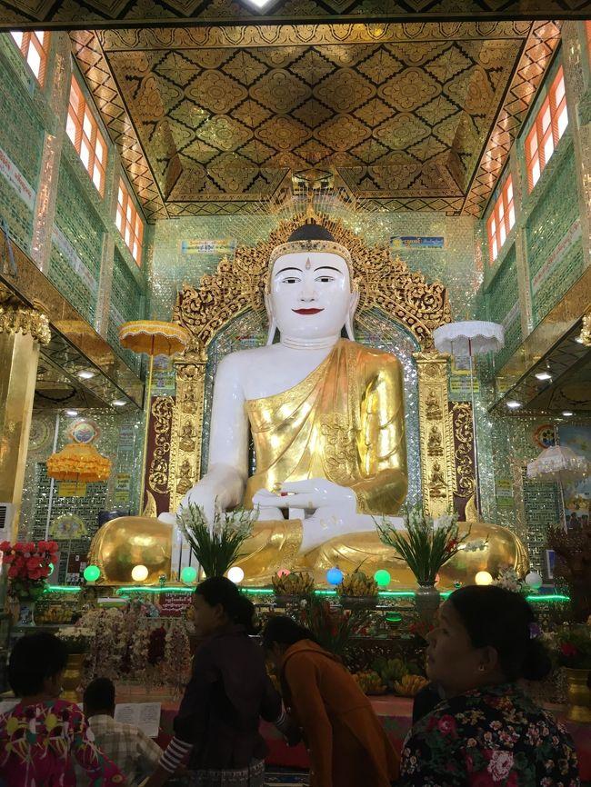 電飾なし。仏像はこれでよい。正解。住民に交じって参拝。
