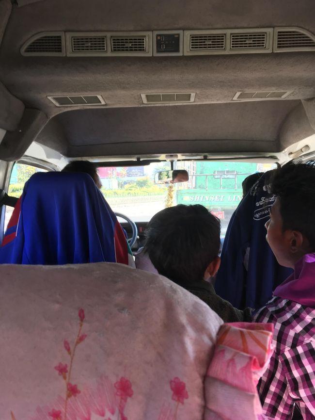 車内はみんな静か。<br />ピックアップトラックに乗車する人たちと、種類と言ったら失礼だが、全く違うなと言う印象を持った。