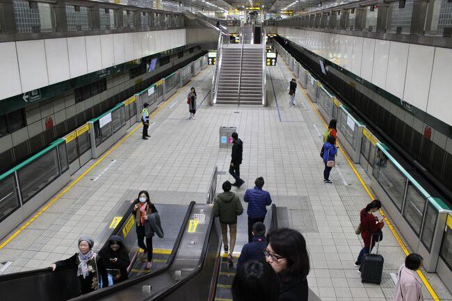 立派だ~<br /><br />MRTできょうの宿近くへ。<br /><br />「南京三民駅」というところが最寄らしい。