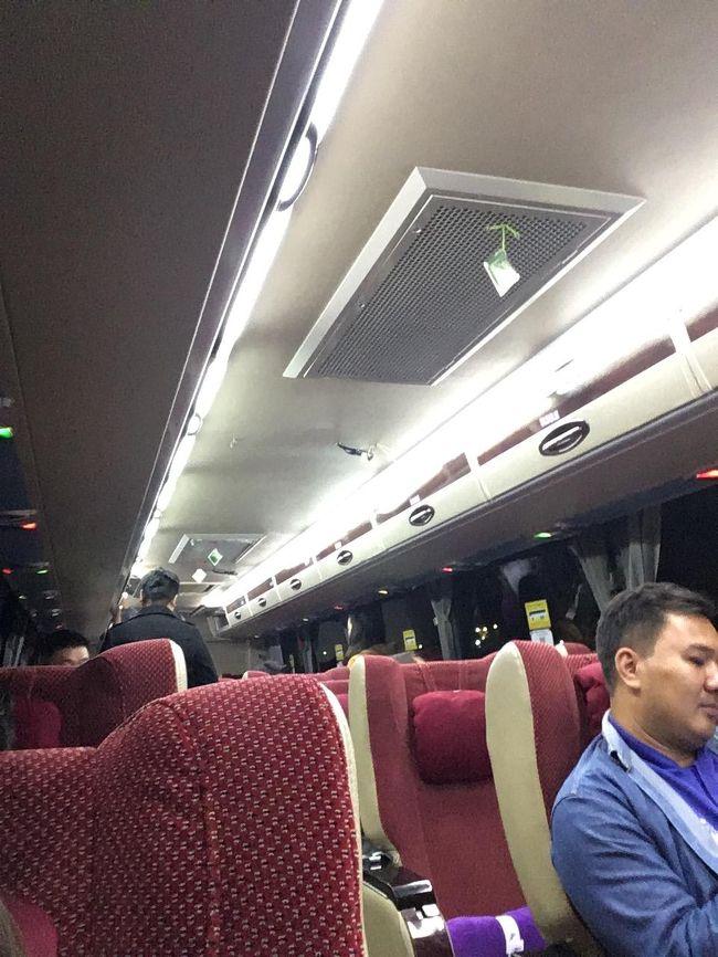 3列シートのゆったりタイプ。<br />日本人は私だけ。<br />韓国人ばかりだった。<br />韓国の人も節約のため、高速バスを多用しているんだろうね。
