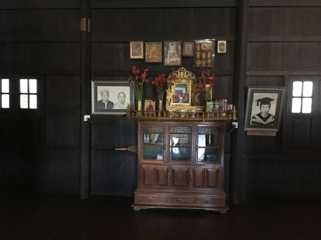 祭壇。<br />ミャンマーの祭壇ってこんな感じなのね。<br />女主人のご両親かしら。<br />リビングに置いてあるのがすごい。夜見たら、ちょっと怖かった。<br /><br />自宅に置くならともかく・・・まぁ自宅をリフォームしてゲストハウスにしたんだろうけどさ。お客さんに見せんでも、と思ってしまった。