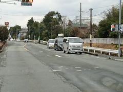 バスは、熊本高専前あたりから御代志まで熊本電鉄線と並走します。