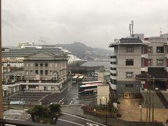 雨がかなり降っていたので、早々にホテルに向かいます。 路面電車に乗るほどの距離でもないかと思い、 中華街からANAクラウンプラザホテル長崎まで歩きました。 方向音痴なので、スマホに頼りました。