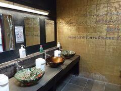帰りはバスで戻ってきました。 箱根旅物語館でお土産を購入。 地下のトイレがなんだか素敵でした。