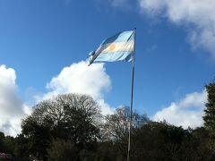 8:00 ホテルを出発して、Rio Uruguayのバスで滝へ。往復で190ペソ。 8:40 公園の入り口に到着。