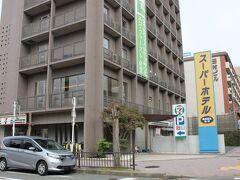 宿泊した、スーパーホテル奈良新大宮駅前。 近鉄・新大宮駅前ロータリーに面していて比較的新しく、1階にコンビニがあり、周辺には多数の飲食店があり何かと便利でした。