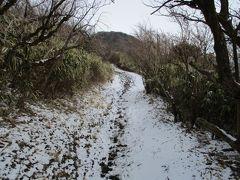 金時山の頂上に近いところでは、積雪3~4㎝。