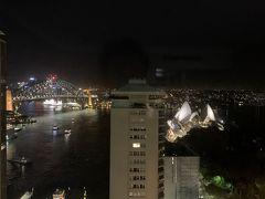 こちらはホテルに戻って、部屋からの夜景でーす。