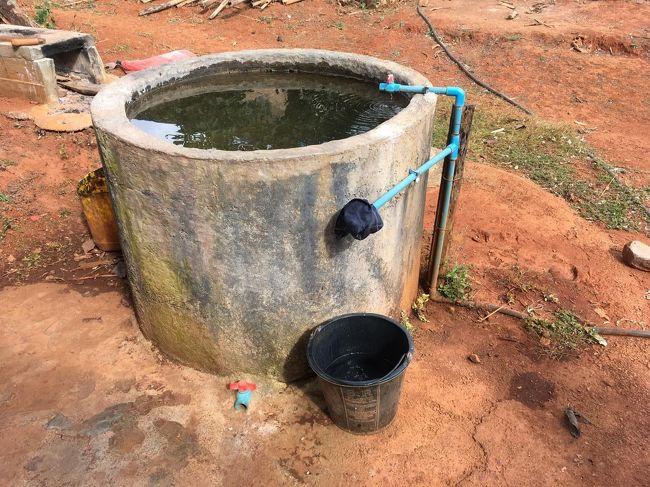 井戸。<br />ここで水浴び(風呂)も済ます。