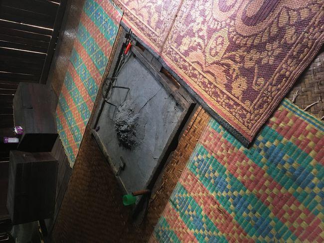 囲炉裏にもびっくり。朝晩の冷え込みがきついエリアだから、そのときに<br />囲炉裏をよく使用するらしい。