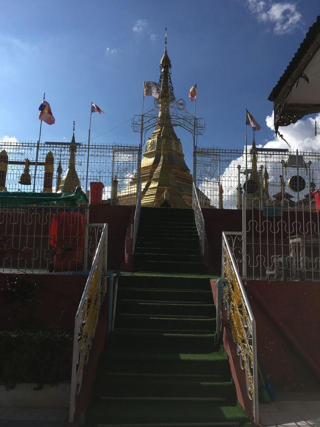 ここはカックーほど観光客はいなかったけど、地元の人の厚い信仰を得ているのか、ミャンマーの方ばかり見た。