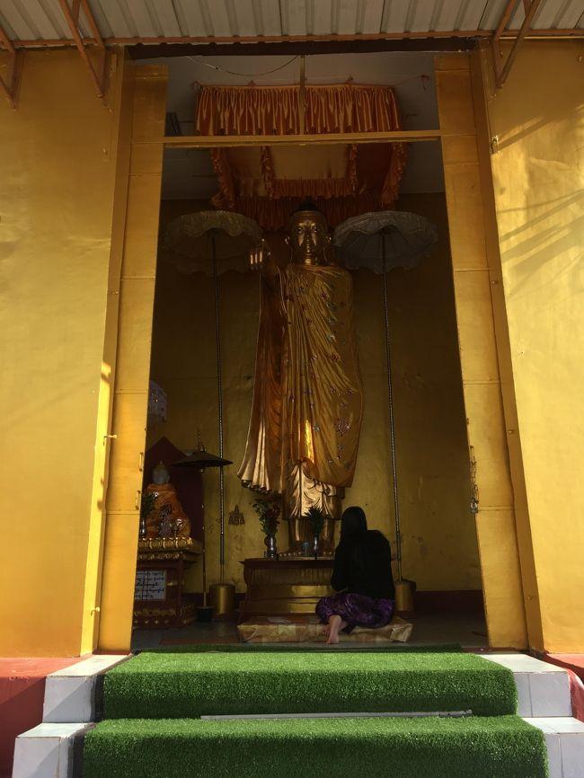 この仏像は珍しい。<br />マンダレーヒルでも見たが、こういうポーズのブッダは好き。<br />なんかすごく前向きじゃん。