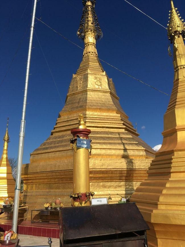 傘つきの仏塔。<br />六角形。<br />