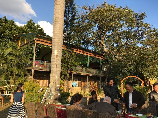 ここで夕食を取る団体さんもいる。<br />バーベキュー施設もあった。<br />