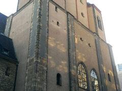 ニコライ教会です。ヤシの木をイメージした天井は他になく、新鮮な感じがしました。