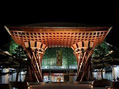 ホテル近くの安いコインパーキングに車を停めて金沢駅へ!金沢と言ったらこの鼓門!