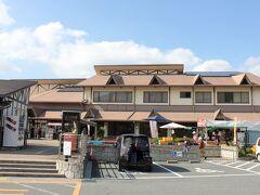法隆寺へ向う途中、道の駅「大和路へぐりくまがしステーション」で休憩。 長い名前ですが、意味が良くわかりません。