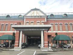 富山観光せず北陸自動車道を走ってやってきたのはここ、日本自動車博物館。 北陸自動車道は車が少なくて走りやすいですね! 福井かと思っていたけどよく考えたらここは石川県小松市。 なんか行くところいいのないかなーって思って検索してきたら出てきて、楽しそう行きたい!って思ったんですよね~。