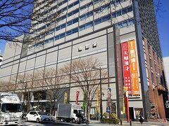 日本橋ぶらり散歩のスタートは明治座前です。 日本橋を無料で走るバス、メトロリンクEラインに東京駅から乗り、明治座前で降りました。