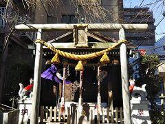 食事処を後にし、続いて茶ノ木神社へ。 日本橋へは七福神巡りも兼ねて来ており、その記念すべき1か所目となります。 こちらには布袋様がいらっしゃるそうです。 中まで見ることはできませんでしたが、、、しっかりとお参りしてきました。