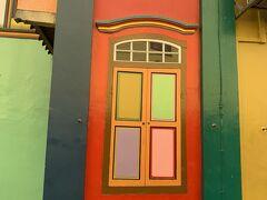 おしゃれな壁! なんか色使いとかが、カラフルでどこをとっても絵になる街だな~と感じました。映え!!