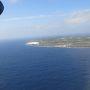 ・・・と窓からの景色を楽しむ間もなく北大東島が見えてきた。