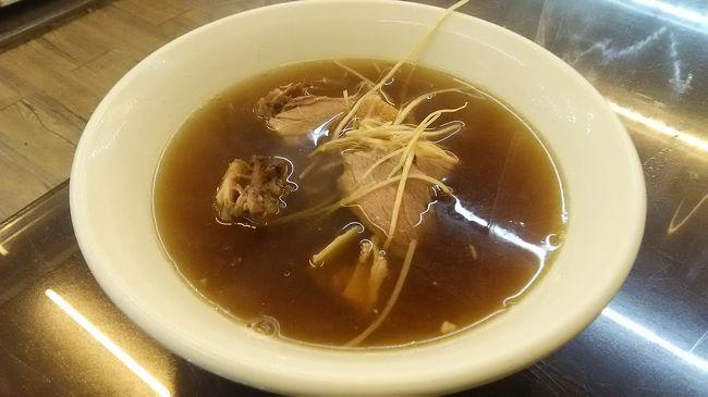 「漢方羊肉湯」にした。<br /><br />薬膳スープが、心労で疲れた胃に染み渡る。