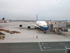 広州白雲空港に前泊して、朝9時半の便でトランジットのホーチミンまで向かいます。写真は空港で見かけたA380 。やっぱり何度見てもでかい。(ちなみにこの飛行機には載っていません・・・)