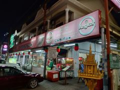 夕食はシェムリアップの老舗、リリーレストランへ。 自分がカンボジアで一番好きなローカルのお店です。