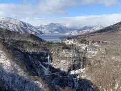 明智平展望台からの中禅寺湖と華厳の滝